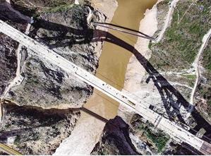 """创三项""""世界第一"""" 澜沧江特大桥主体工程完工"""