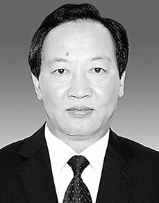 和灿鑫 纳西族,1967年10月生,省委党校大学学历,1986年7月参加工作。 现任丽江市人民政府党组成员、秘书长,市政府办公室党组书记。拟提名为丽江市人民政府副市长人选。