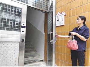 磷化小区安上了单元大门,增加了住户安全感。