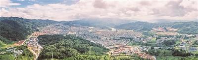 龙陵县县城全境 朱昌维 摄