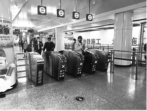 地铁客流逐渐恢复,防护意识不能松懈。