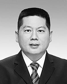 苏永忠 1968年10月生,大学学历,1992年7月参加工作。 现任省人民政府副秘书长、办公厅党组成员。拟任省交通投资建设集团有限公司党委书记、董事长。