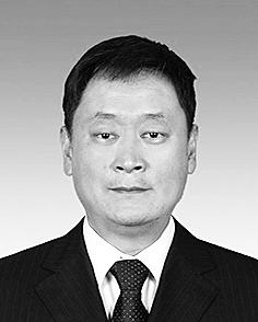 李若冰 白族,1971年1月生,大学学历,1993年7月参加工作。 现任省政协文化文史和学习委员会办公室主任。拟任省政协民族和宗教委员会副主任。