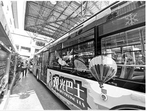 """串联滇池翠湖多个景点 昆明观光巴士一号线""""五一""""开行"""