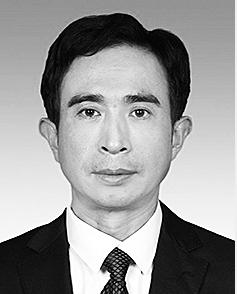邱玉亮 1971年10月生,大学学历,1989年3月参加工作。 现任省政协办公厅接待处处长。拟任省政协经济和农业农村委员会副主任。