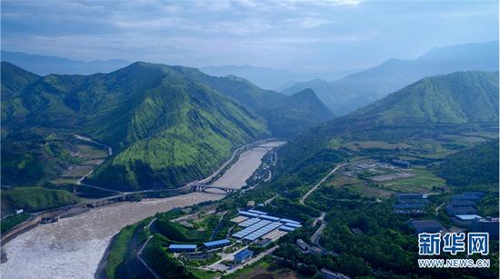 华坪具备发展绿色有机生态产业得天独厚的自然优势条件