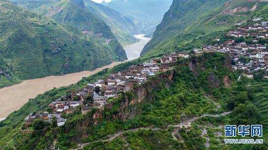 这是8月2日无人机拍摄的宝山石头城。 新华社记者 胡超 摄