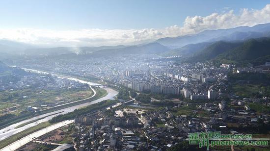 景东县城全貌。