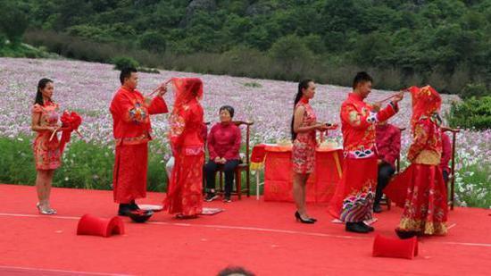 花海中的中式婚礼