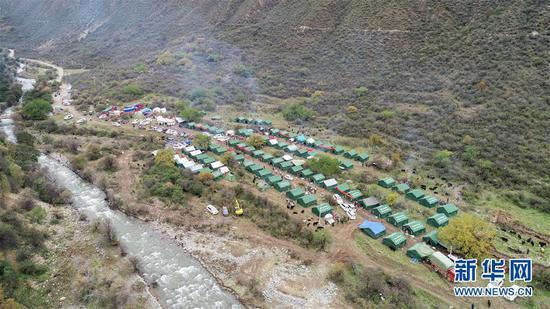 这是西藏昌都市江达县波罗乡热多村临时过渡安置点(10月14日无人机拍摄)。