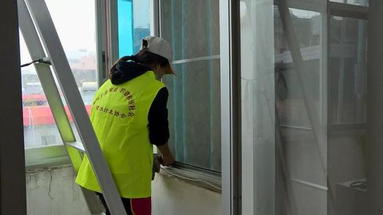 建水县计划生育协会为计生特殊家庭提供家政服务