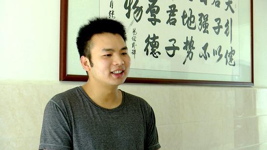 龙陵县现代医院院长助理苏武君也对员工的拾金不昧给予肯定