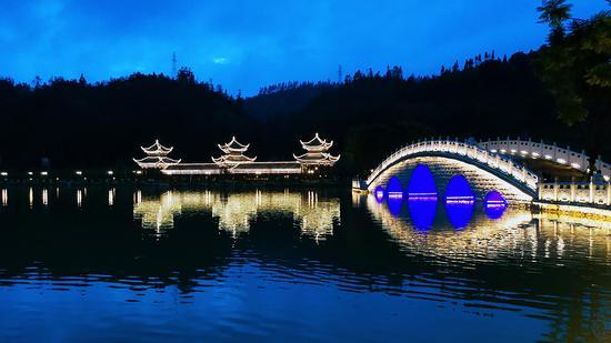 龙陵龙山湖夜景