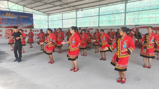 走向我们的小康生活 | 镇沅民族歌舞表演培训走进基层圆百姓文