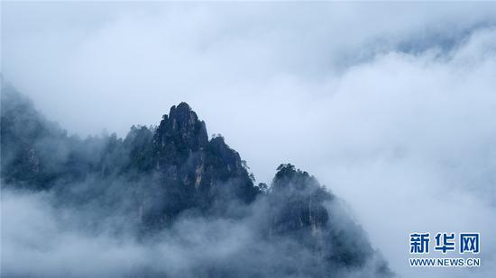高清圖丨怒江大峽谷云霧繚繞似仙境 山巒村莊美輪美奐