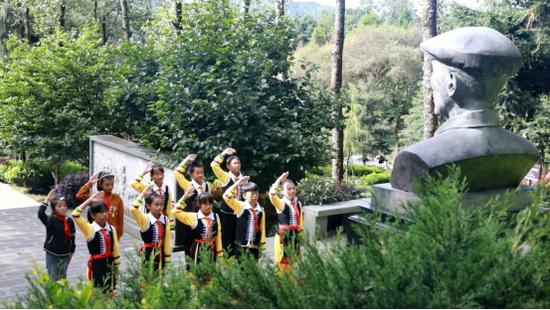 杨善洲逝世10周年 家乡人民深切缅怀老书记
