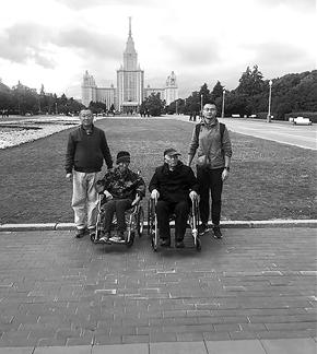三代四人在莫斯科大学合影