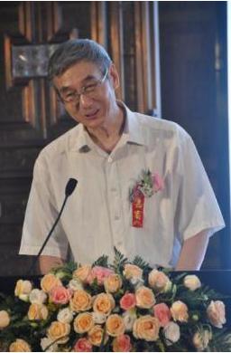 中华人民共和国原驻纳米比亚大使梁银柱先生做主旨发言