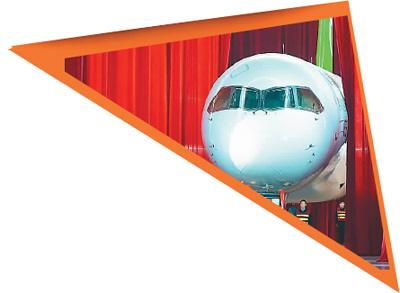 2015年11月2日,中国自主研制的C919大型客机首架机,在中国商飞公司总装制造中心浦东基地厂房内正式下线。裴 鑫摄(新华社发)