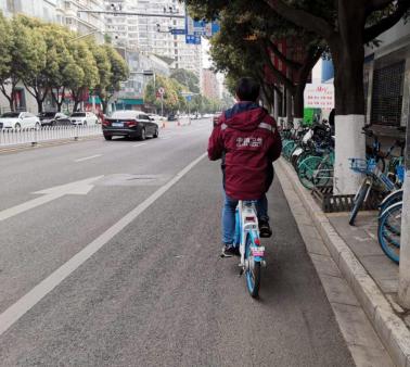 市民选择骑车出行