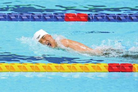 郑涛打破50米蝶泳S5级世界纪录并夺冠 新华社记者 朱炜 摄