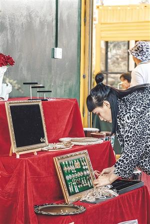 52ART公共艺术文化广场内的摊位