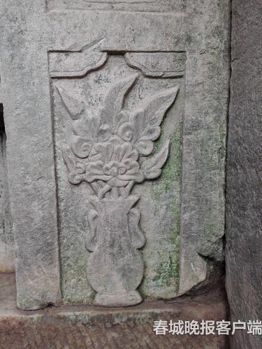 石构上的花卉图案