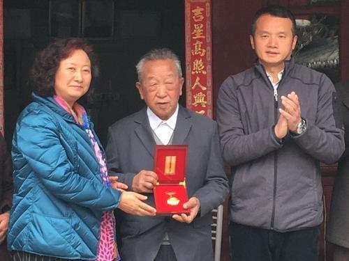 获颁中国人民抗日战争胜利70周年纪念章