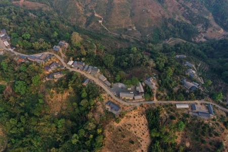 石梯村全貌(民族画报供图)
