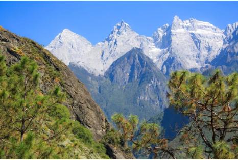 合适的季节,玉龙雪山清晰可见。