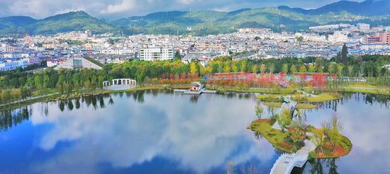 环山脉水的昌宁县