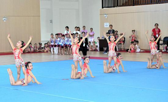 幼儿体操比赛