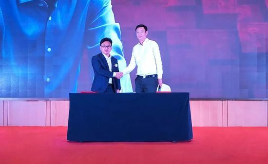 龙润茶与众信旅游签署合作协议