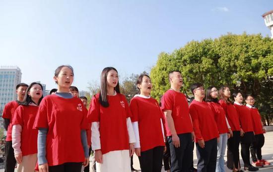 理想科技集团党员唱国歌