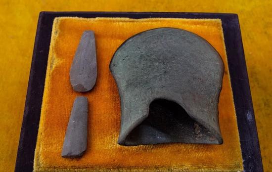 石矛和青铜器