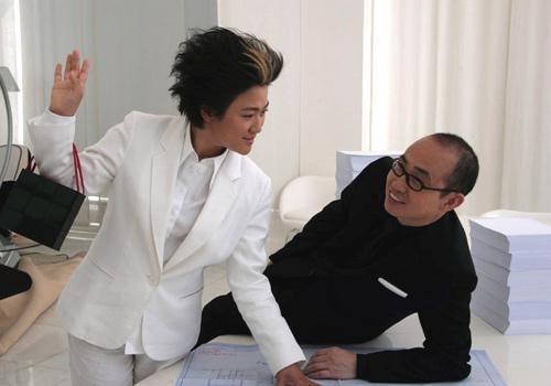 张欣和她的先生潘石屹,以中国开发商的明星夫妻和前卫形象著称,在中国历史上最大规模的城市化进程中,张欣和她的SOHO中国公司用一个个独特的建筑作品向人们充分展示了他们的艺术品质和商业天赋。热爱艺术又具有商业天赋的张欣与丈夫共同谱写着中国地产业的传奇。