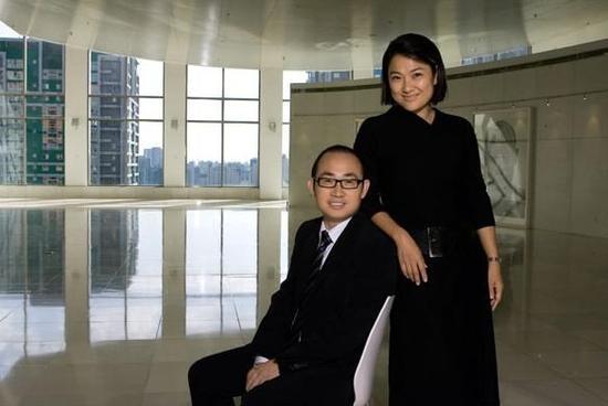 张欣是中国最早投身商业地产的私营企业家之一,在她的执掌下,她与丈夫潘石屹1995年共创的SOHO中国有限公司已成为北京最大的房地产开发商和中国最大的甲级写字楼开发商。