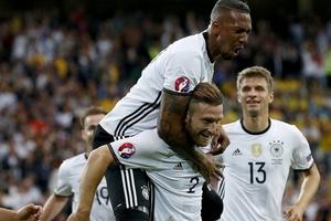 欧洲杯-厄齐尔助小猪破门 德国开门红2-0乌克兰
