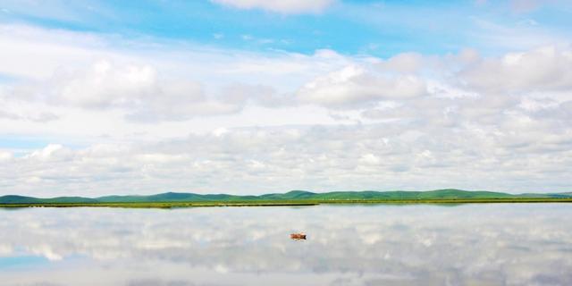 """走进""""天空之镜""""花湖"""