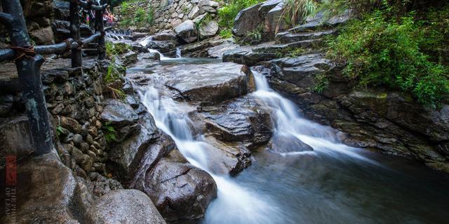 碧水柔情石门山峡谷