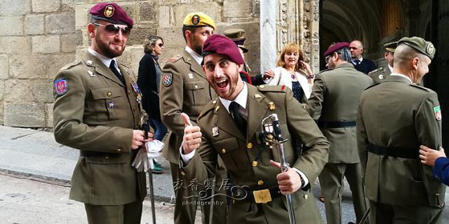 在西班牙偶遇帅气的军官