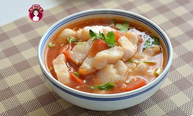 男女老少都喜欢的番茄鱼汤,用不了10分钟出锅,鲜嫩开胃吃不够