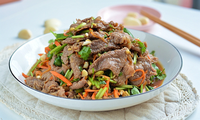 凉拌牛肉解馋开胃,20分钟立马儿吃上,嘴馋心急的吃货有福了