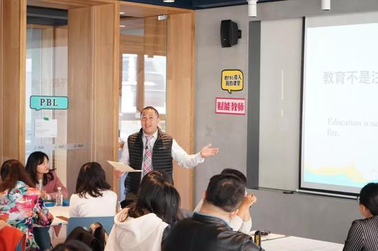 HTH教学总监Edrick 在PBL高阶工作坊中