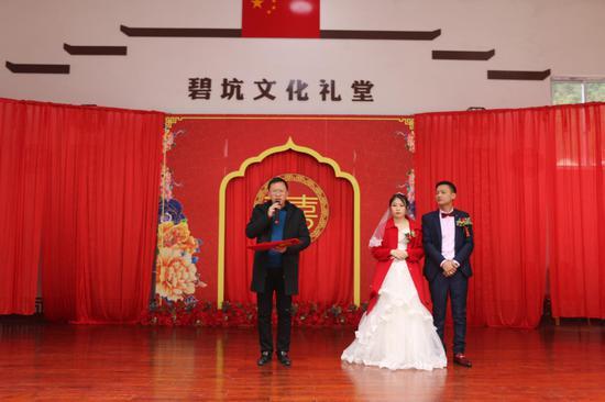 浙江文成侨力量推动移风易俗 文化礼堂办新式婚礼