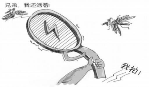 杭州1大伯厨房里拿电蚊拍打蚊子 不料整个厨房炸了