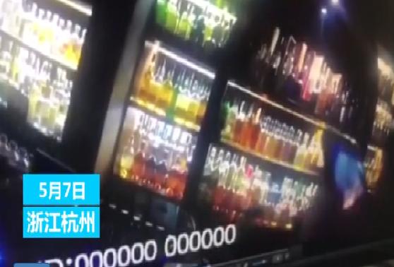 杭州一女子嫌200万元分手费太少 整箱现金弃酒吧