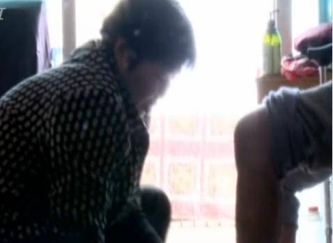温州1赤脚医生悉心照顾10多位孤寡老人