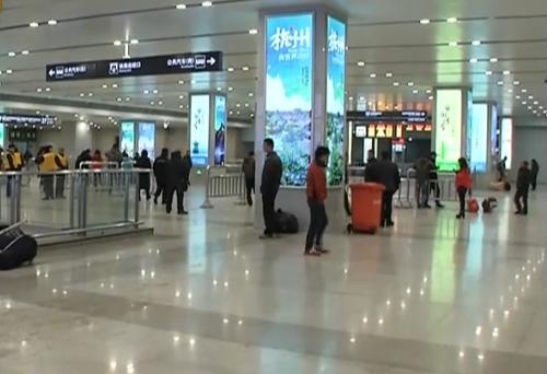 杭州城站火车站再升级 出租车通道里新增厕所
