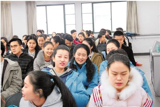 视频:浙江传媒学院艺考开考 播音主持录取比例166:1